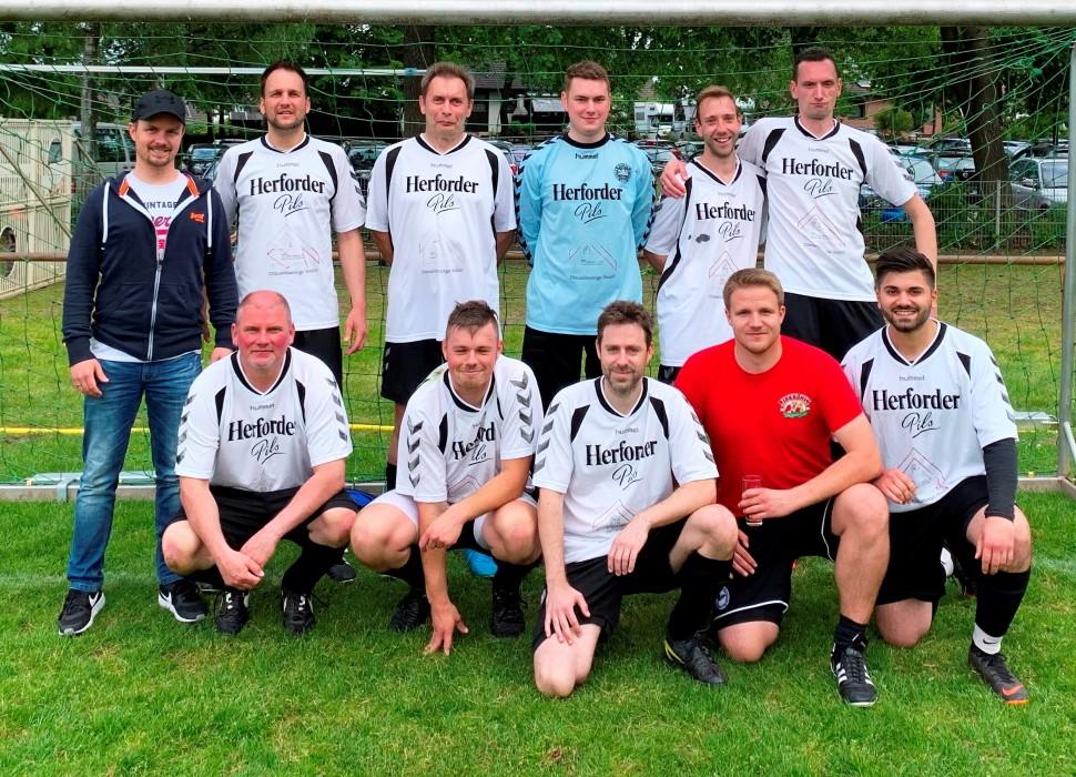 Fussball-Truppe nahm am Hobby-Turnier des SuS Pivitsheide teil